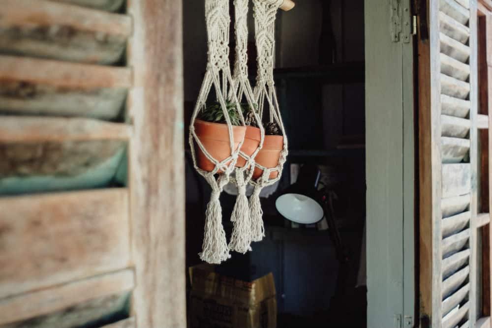 DIY hangende plantenbakken aan touw