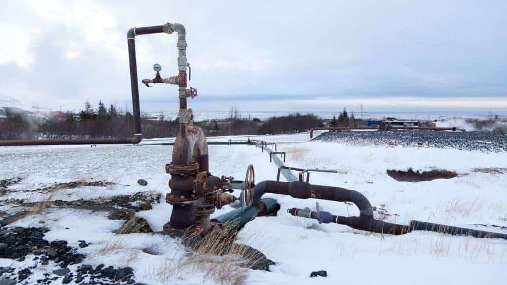 Geothermische-energieleidingen-in-ijsland-1024x576